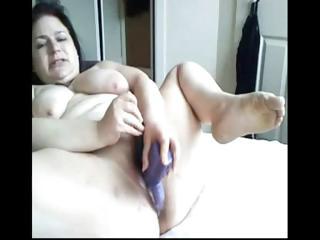 plumper brunette mom toys her overweight vagina