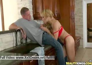 alyssa lynn _ breasty blonde d like to fuck