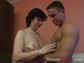 amateur granny with hirsute vagina
