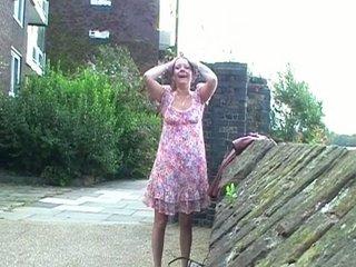 uk.flashers.net - drunk scottish milf walking