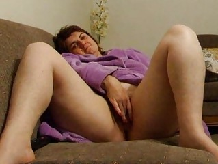 chunky wife joanne rubs pussy on sofa