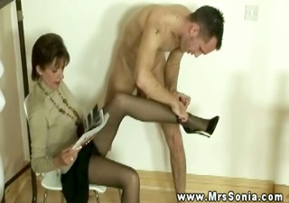 lady sonia has chap with feet fetish engulf her