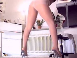 blonde hose wearing d like to fuck on livecam