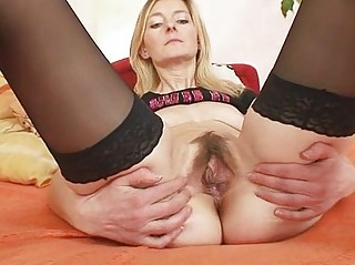 slim unshaved muff d like to fuck antonie st time