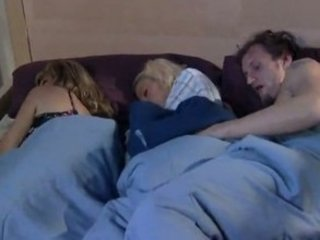 mamma sleeps and boyfriend play whit his daughter